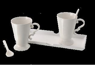 2 puodeliai ant padėklo